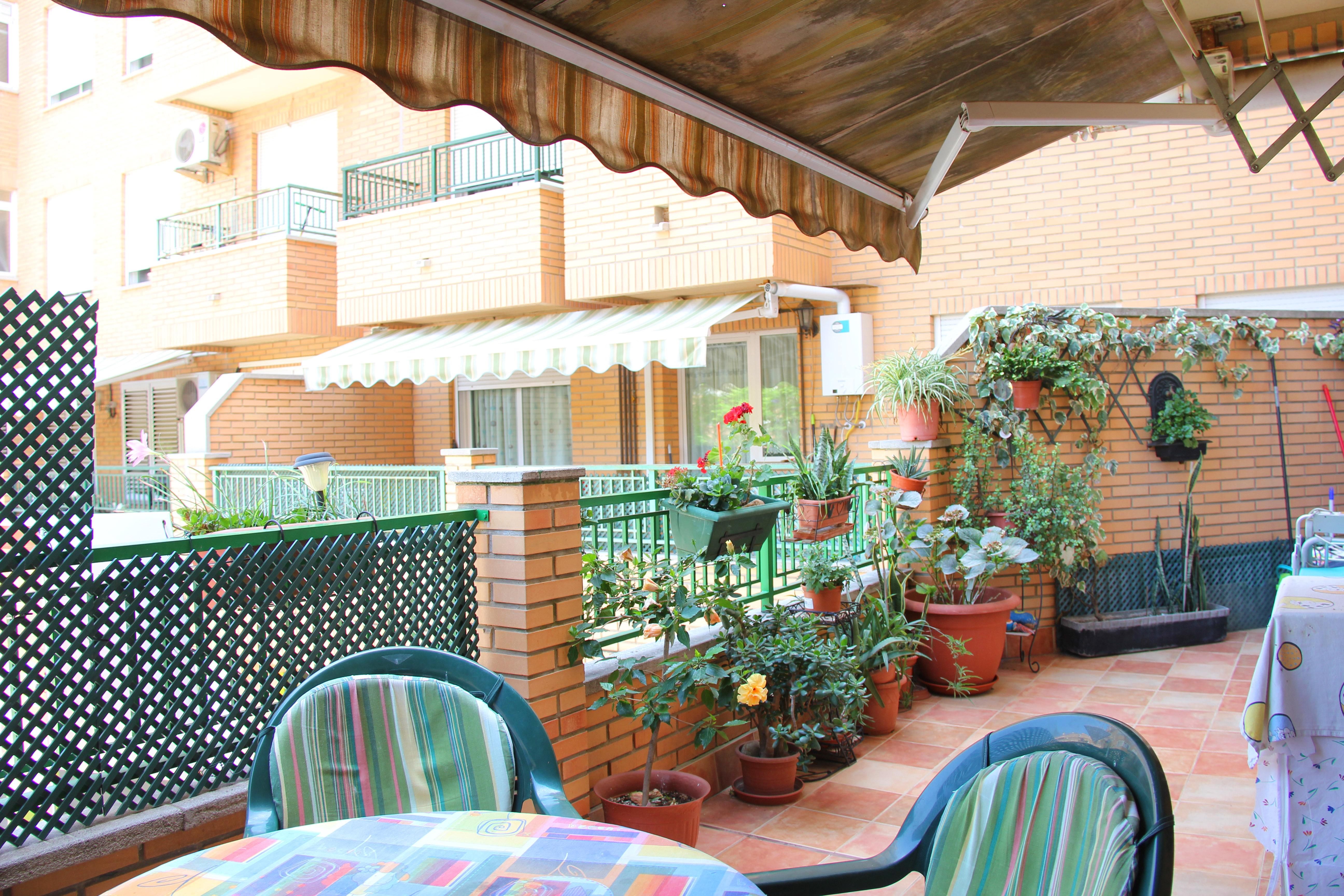 Piso con terraza en zona residencial